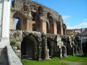 Benevento-Teatro_Romano-esterno