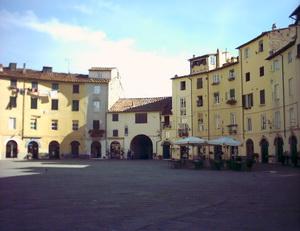 La piazza di Lucca
